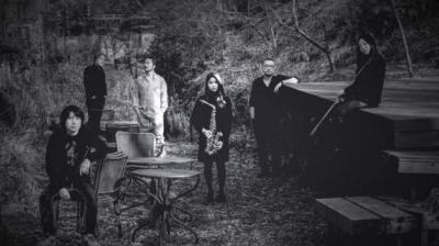 밴드 수퍼스트링 'Silent Cry, Loud Whisper'  , 무선 헤드폰을 이용한 소음없는 콘서트 개최
