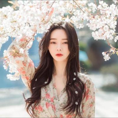 신민경, 벚꽃 같은 화사함 '요정 같은 미모''현실판 여신강림' [SNS★컷]